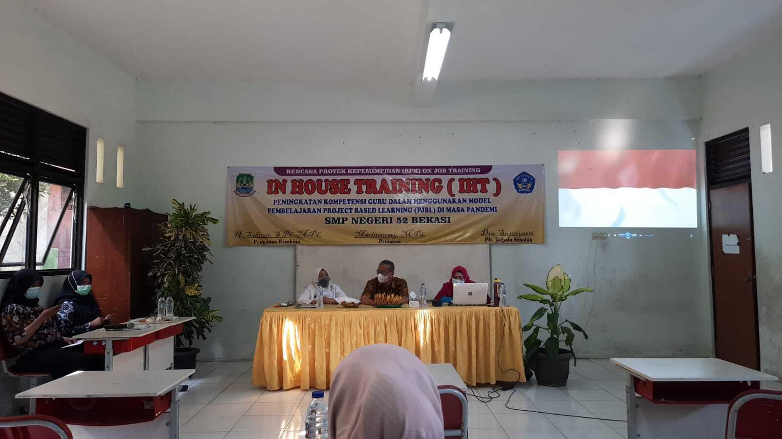 SMPN 52 Kota Bekasi Gelar In House Training untuk Meningkatkan Kompetensi Guru